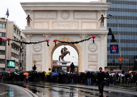 Αυστριακά «χάδια» στους Σκοπιανούς για ένταξη στην ΕΕ