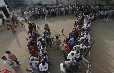 Ινδία: Αυτοπυρπολήθηκε και προσπάθησε να κάψει πολιτικό