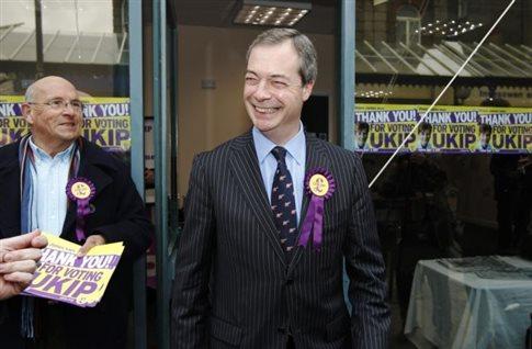 Πέταξαν αυγό στον Νάιτζελ Φάρατζ του βρετανικού UKIP