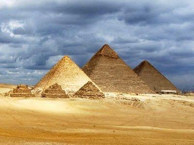 Πώς μετέφεραν τις γιγάντιες πέτρες των πυραμίδων οι αρχαίοι Αιγύπτιοι;