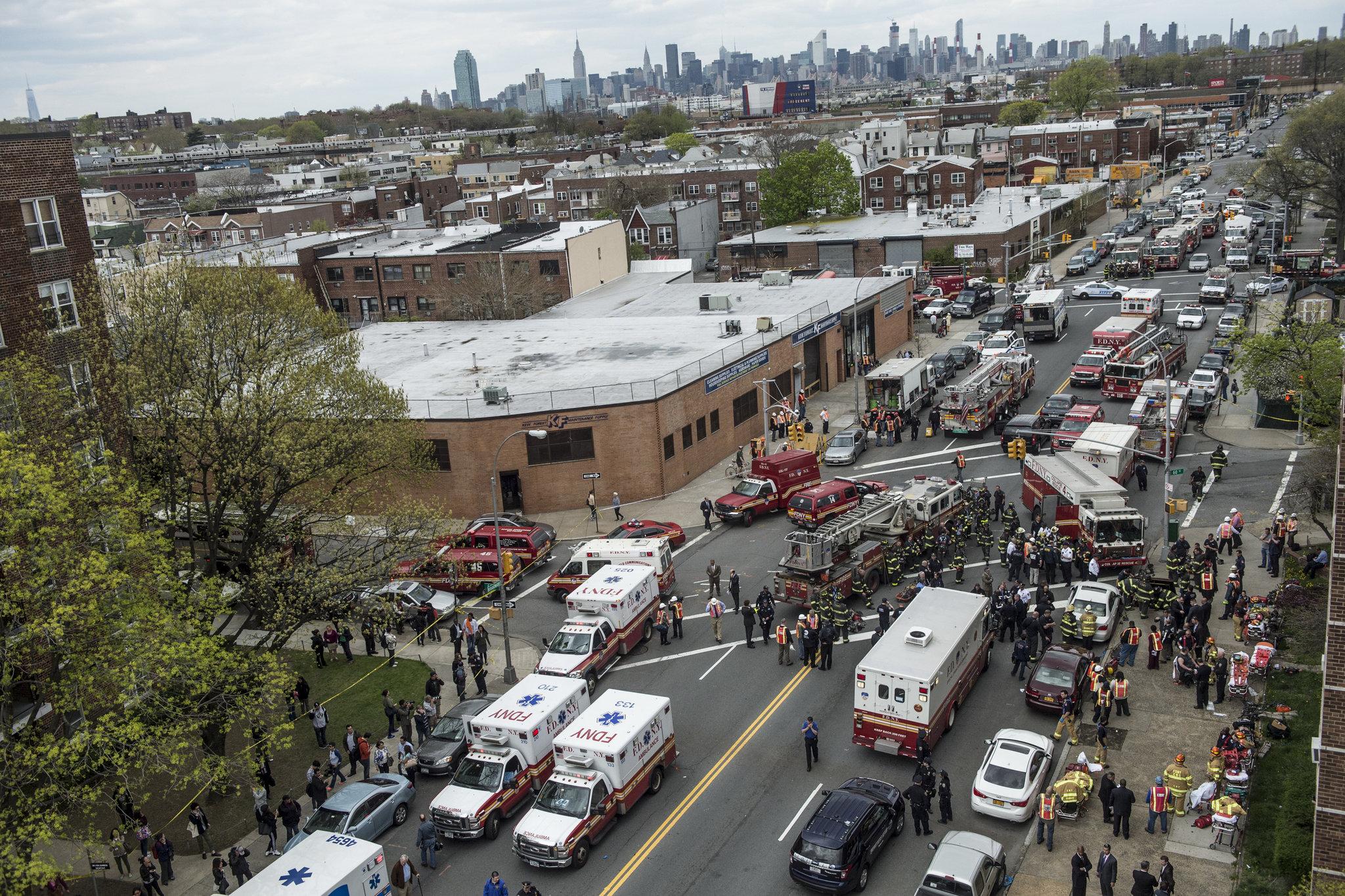 Εκτροχιασμός συρμού του μετρό στη Νέα Υόρκη -Τουλάχιστον 19 τραυματίες [εικόνες]