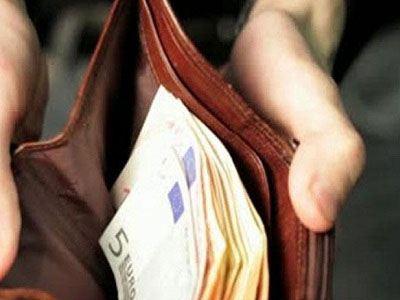 Τρίκαλα: Αστυνομικός βρήκε και παρέδωσε 2.500 ευρώ