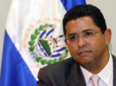 Ελ Σαλβαδόρ: Eνταλμα σύλληψης κατά του πρώην προέδρου της χώρας
