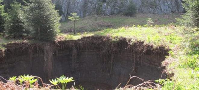 Η κατολίσθηση προκάλεσε ....κρατήρα στα Τρίκαλα [εικόνες]