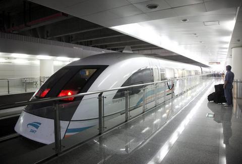 Σχεδιάζουν τρένο υψηλής ταχύτητας που θα συνδέει τις ΗΠΑ με την Κίνα