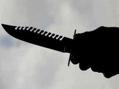 Τρίκαλα: Έβαλε το μαχαίρι στο λαιμό του για να δώσει τέλος στη ζωή του