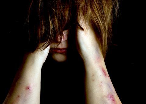 Πάνω από 700 εκατομμύρια γυναίκες θύματα ενδοοικογενειακής βίας παγκοσμίως