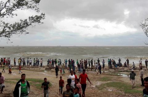 Τραγωδία στο Μπαγκλαντές: Βυθίστηκε πλοίο με εκατοντάδες επιβάτες