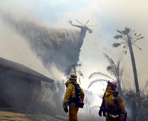 ΗΠΑ: Μαίνονται οι πυρκαγιές στην Καλιφόρνια - Τουλάχιστον ένας νεκρός