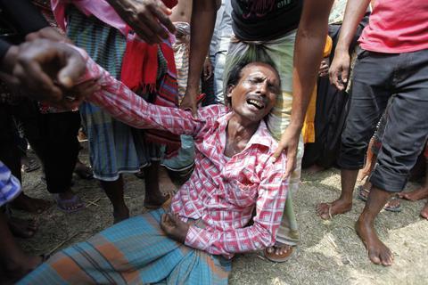 Μπανγκλαντές: Σε 22 ανήλθε ο αριθμός των νεκρών του ναυαγίου