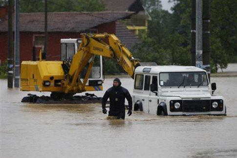 Κατάσταση έκτακτης ανάγκης σε Σερβία-Βοσνία, λόγω πλημμυρών