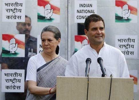 Σόνια Γκάντι: Αναλαμβάνω την ευθύνη για την ήττα μας στις εκλογές