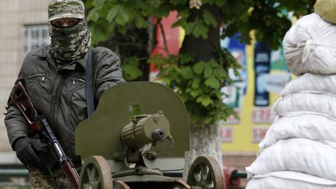 Ουκρανία: Φιλορώσοι αυτονομιστές απήγαγαν στελέχη εκλογικής επιτροπής