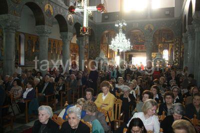 Πλήθος πιστών στον Αγιο Κωνσταντίνο
