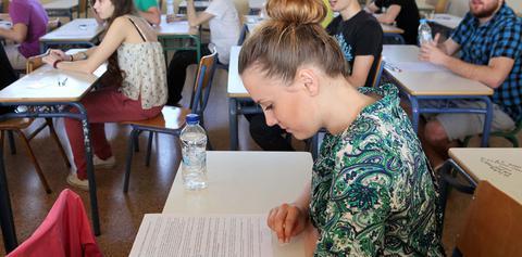 Πανελλαδικές εξετάσεις 2014: Τα θέματα στο μάθημα της Νεοελληνικής Γλώσσας