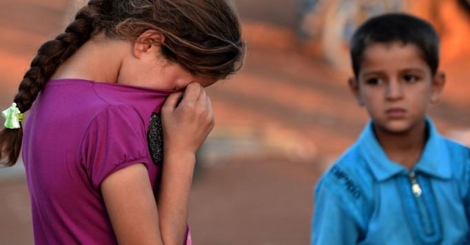 Βρετανία: Πέντε εκατομμύρια παιδιά καταδικασμένα σε φτώχεια λόγω περικοπών στο κράτος πρόνοιας