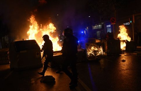 Επεισόδια στη Βαρκελώνη σε επιχείρηση εκκένωσης «βίλας Αμαλία»