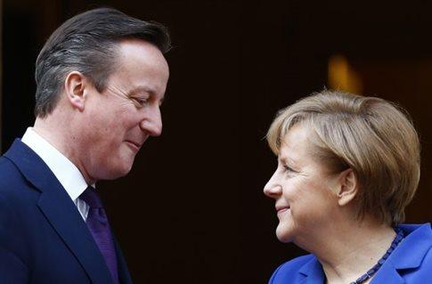 Θέλουμε τη Βρετανία εντός ΕΕ, λέει η Μέρκελ εν μέσω της μάχης της Κομισιόν