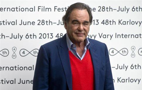 Ο Όλιβερ Στόουν ετοιμάζει ταινία για τον Έντουαρντ Σνόουντεν