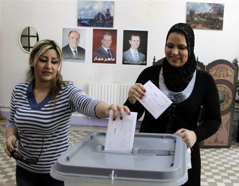 Εν μέσω επιδρομών και οβίδων οι κάλπες για την επανεκλογή Άσαντ