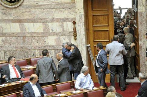 Μαρκογιαννάκης: Θα γίνει έρευνα για τα έκτροπα στο διάδρομο της Βουλής