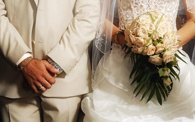Γάμος με την αρωγή της Μητρόπολης ~ ΑΥΞΗΜΕΝΟΙ ΟΙ ΘΡΗΣΚΕΥΤΙΚΟΙ ΓΑΜΟΙ