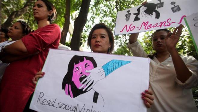 Ομαδικός βιασμός και διαπόμπευση για 30χρονη Ινδή