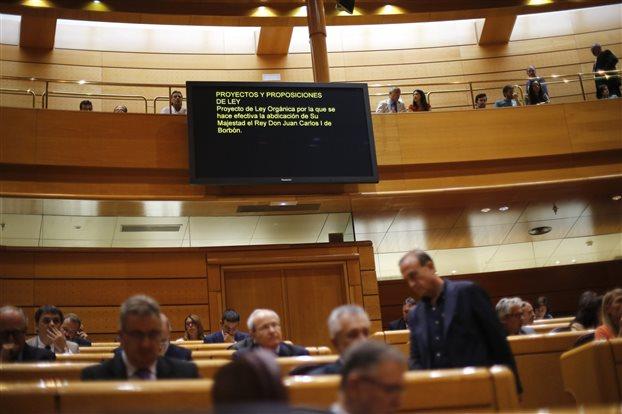 Η ισπανική Γερουσία ενέκρινε την παραίτηση του Χουάν Κάρλος