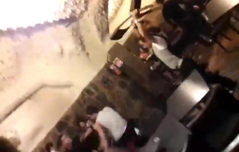 Επεσε ξύλο και... καρέκλες σε ελληνικό εστιατόριο της Μελβούρνης