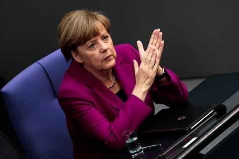 Μέρκελ: Δε θα είναι και δράμα αν δεν εκλεγεί ο Γιούνκερ