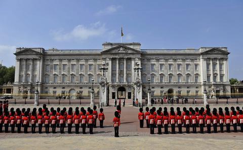 Οι Βρετανοί φορολογούμενοι πληρώνουν την ανακαίνιση των ανακτόρων