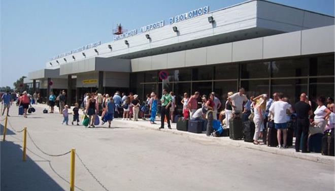 Τα δικαιώματα των καταναλωτών που ταξιδεύουν με αεροπλάνο υπενθυμίζει η ΕΚΠΟΙΖΩ