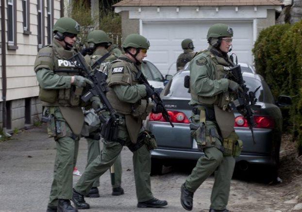 «Guardian»: Οι αμερικανοί αστυνομικοί πατούν εύκολα τη σκανδάλη