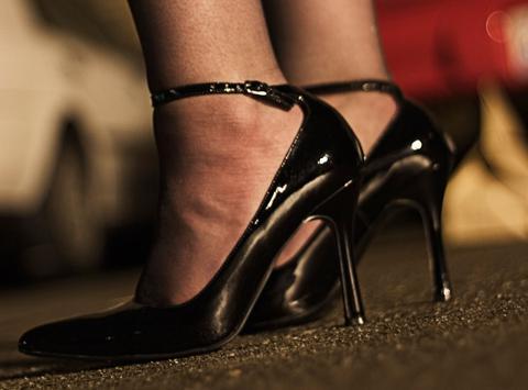 Κύκλωμα εξωθούσε στην πορνεία αλλοδαπές γυναίκες