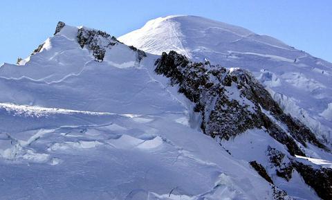 Ανακάλυψαν το παγωμένο σώμα ενός ορειβάτη στις γαλλικές Αλπεις