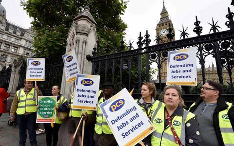 Απεργούν οι δημόσιοι υπάλληλοι της Βρετανίας