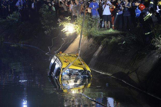 Κίνα: Οκτώ παιδιά έχασαν τη ζωή τους από πτώση σχολικού σε λίμνη