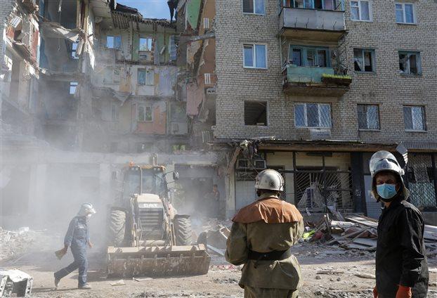 Ουκρανία: Βομβαρδισμοί στο Ντονέτσκ, 30 νεκροί στο Λουχάνσκ