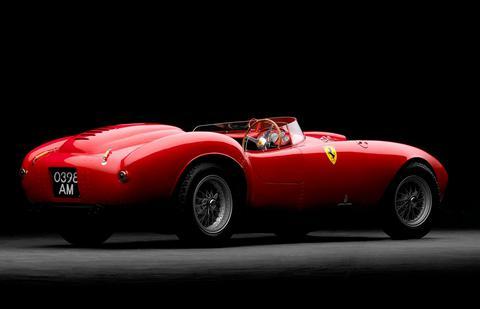 Aντί 13,5 εκατ. ευρώ πωλήθηκε σε δημοπρασία μία Ferrari