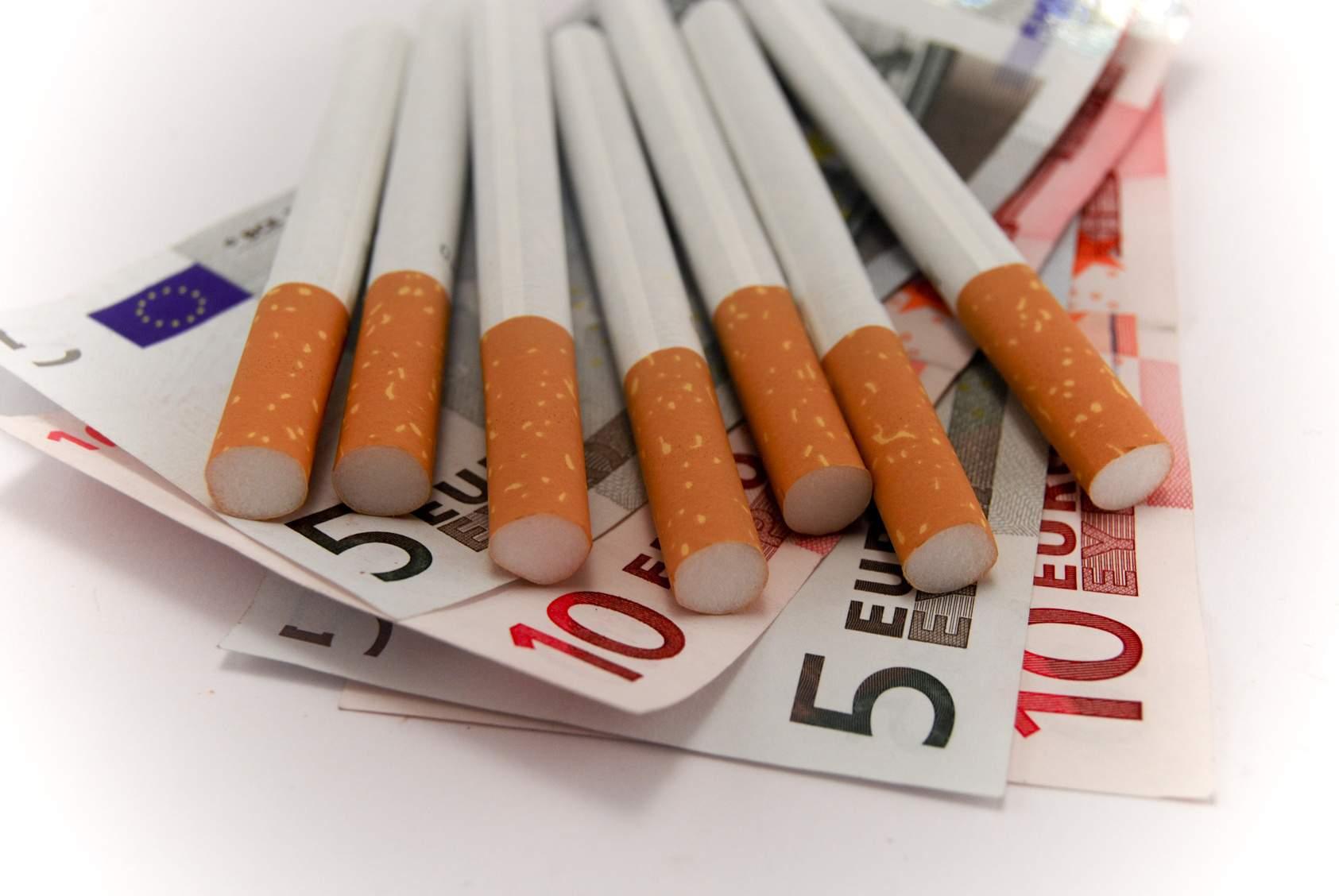 Πουλούσε παράνομα αφορολόγητα τσιγάρα στη Λάρισα