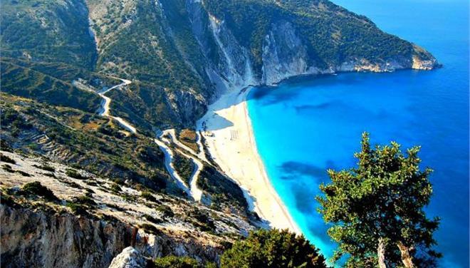 Προσβάσιμη και πάλι η παραλία του Μύρτου στην Κεφαλονιά