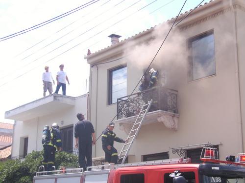 Πέντε πυρκαγιές σε σπίτια και καταστήματα αναστάτωσαν το Βόλο και τη Σκόπελο