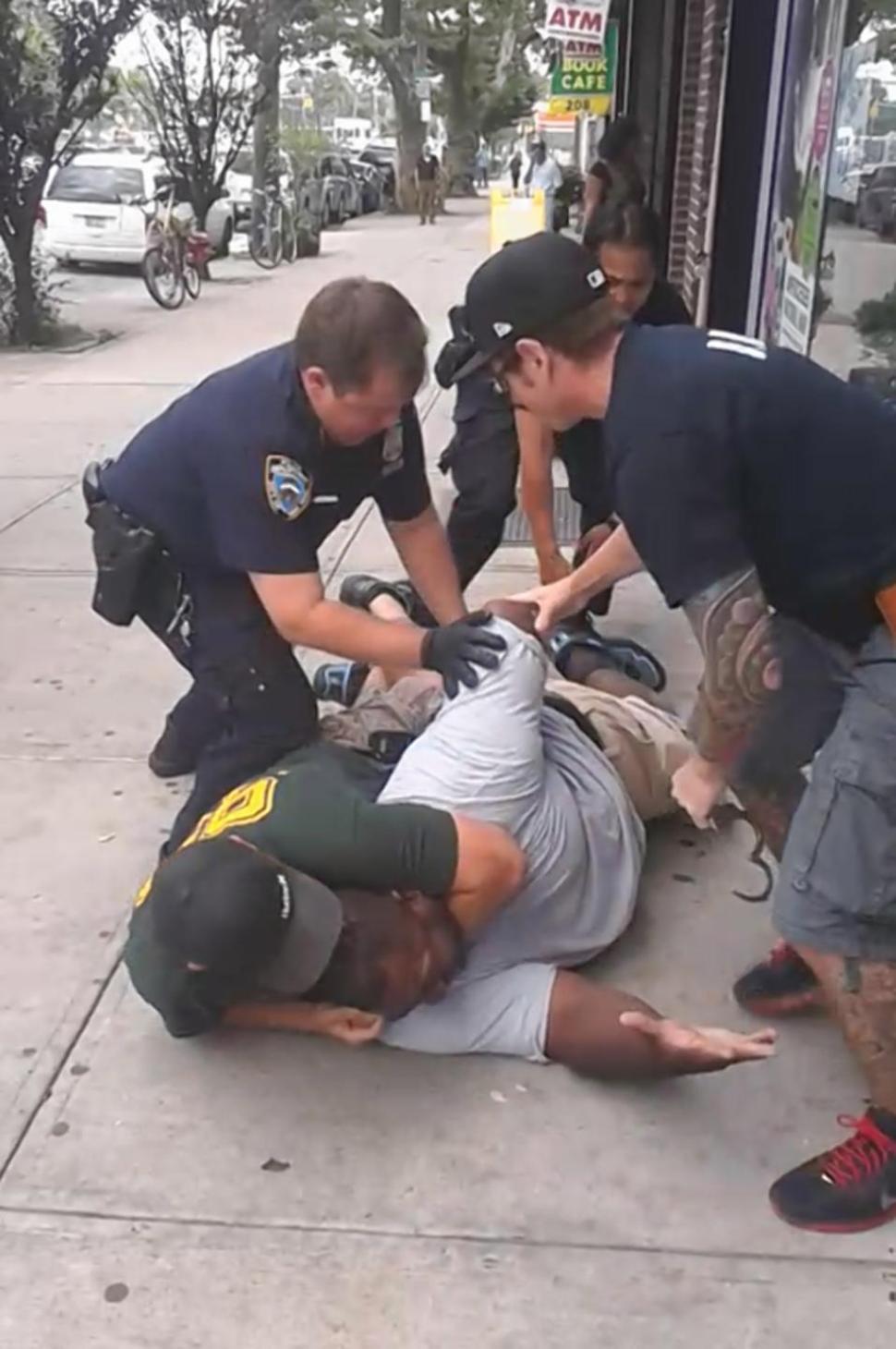Αστυνομικοί έπνιξαν πολίτη στη Νέα Υόρκη