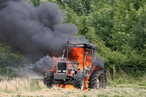 Πήρε φωτιά τρακτέρ στην περιοχή Πατουλιάς