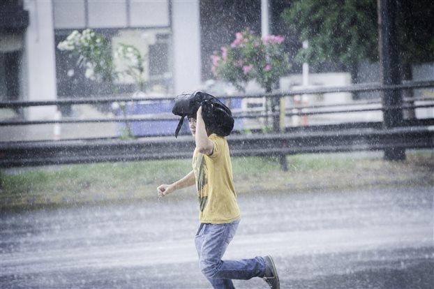 Εκτακτο δελτίο καιρού με βροχές, χαλάζι και ισχυρούς ανέμους