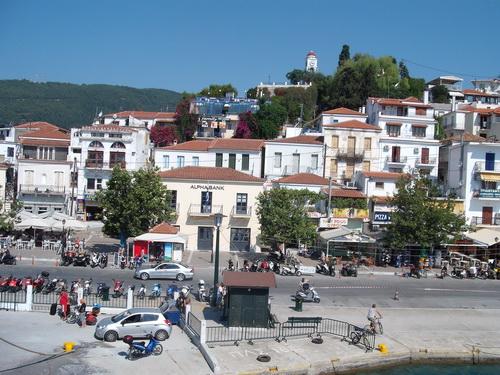 Με το βλέμμα στη Θεσσαλονίκη