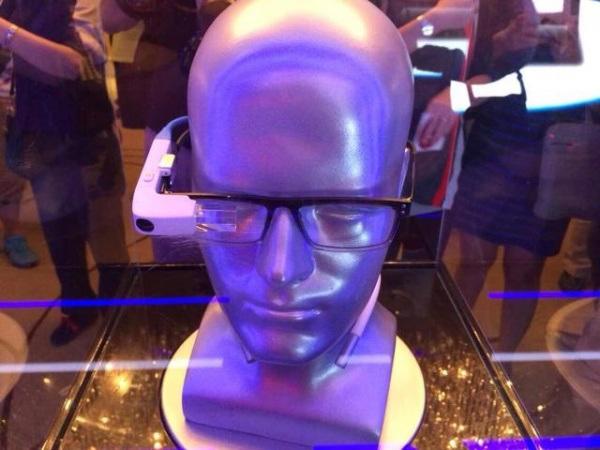 «Έξυπνα» γυαλιά και από τη Lenovo