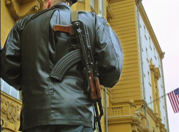 Καλάσνικοφ: Λυπούμαστε που οι αμερικάνοι δε θα αγοράζουν όπλα μας