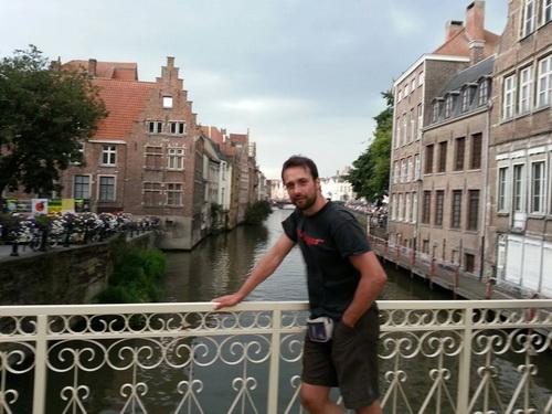 Στο Βέλγιο έφτασε ο Κώστας Ντίνας! ~ ΚΑΘ' ΟΔΟΝ ΣΤΟ ΤΑΞΙΔΙ ΑΝΘΡΩΠΙΑΣ ΚΑΙ ΖΩΗΣ