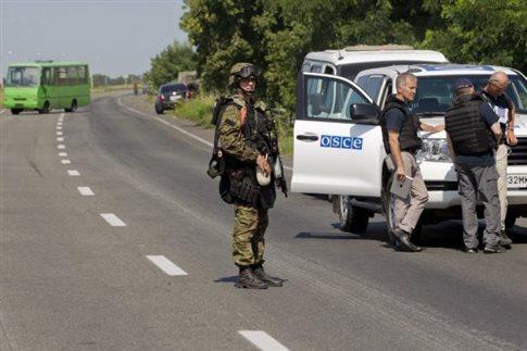 Κίεβο: Αντάρτες έχουν βάλει νάρκες γύρω από το σημείο συντριβής της ΜΗ17